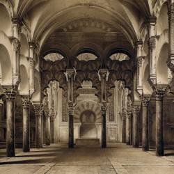 Main nave and mihrab of the mosque (Córdoba)