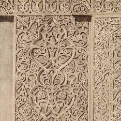 Tablero del basamento de la fachada del mihrab (Mezquita de Córdoba)