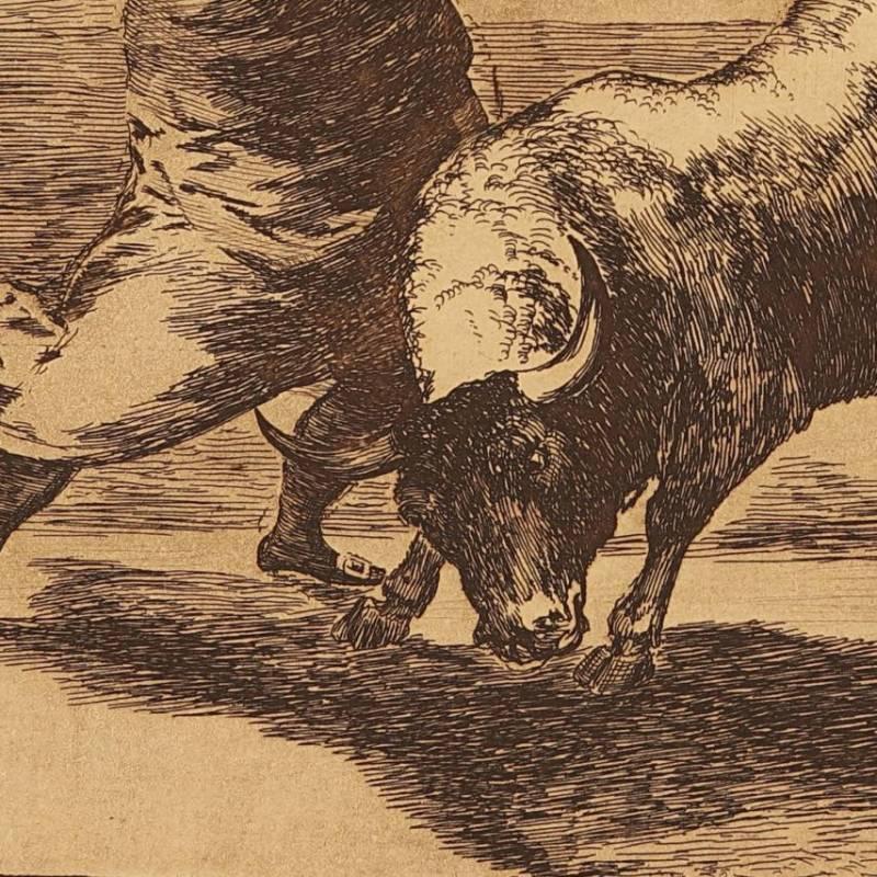 El mismo Ceballos montado sobre otro toro quiebra rejones en